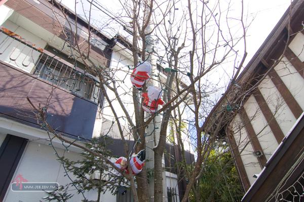 日本輕井澤聖誕老公公卡樹上