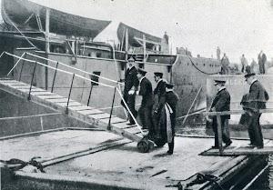 Alfonso XIII visitando el CANOVAS DEL CASTILLO. Cartagena, 20 de marzo de 1923. Foto del libro OBRAS. S.E. de C.N. Año 1922.jpg