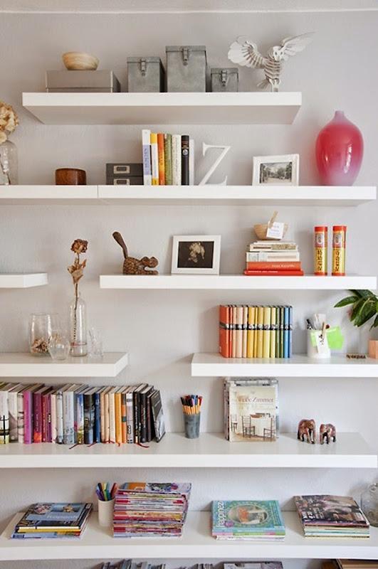 estante-de-livros-organizada