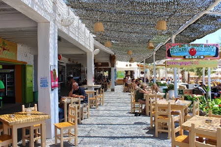 11. Restaurant - Paradise Beach Mykonos.JPG