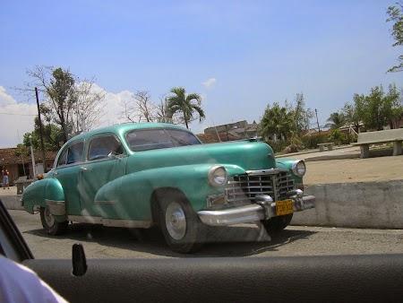 10. VIntage car in Cuba.JPG