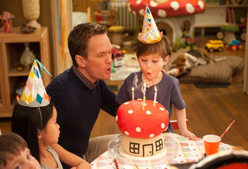 Patrick Winslow (Neil Patrick Harris) and his son Blue (Jacob Tremblay) in Columbia Pictures and Sony Pictures Animation's SMURFS 2.