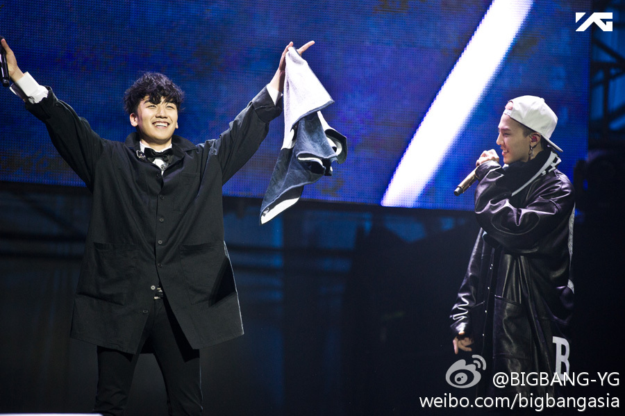 G-Dragon - One Of A Kind World Tour 2013 - Beijing - Apr2013 - Weibo - 02.jpg