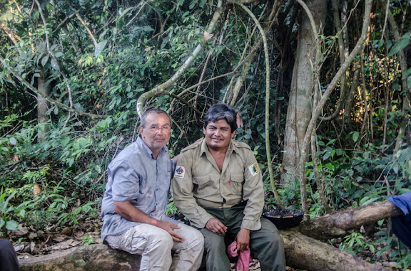 Patrick B. (à gauche). Laguna Azul (Reserva de Pilón Lajas, Beni, Bolivie), 30 octobre 2012. Photo : C. Basset