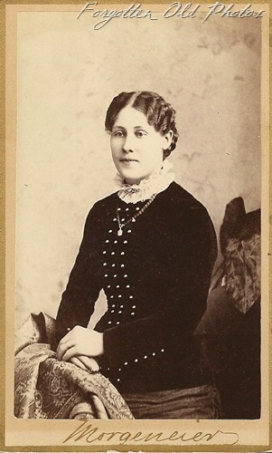 CdV Lady in velvet dress DL Antiques