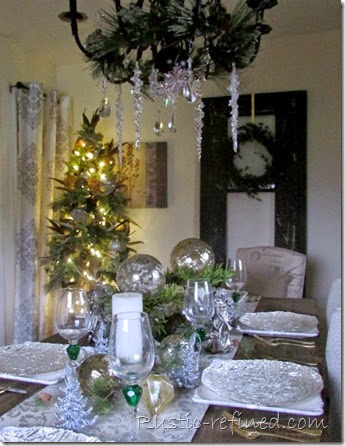 Beautiful Holiday Table for Christmas @ Rustic-refined.com