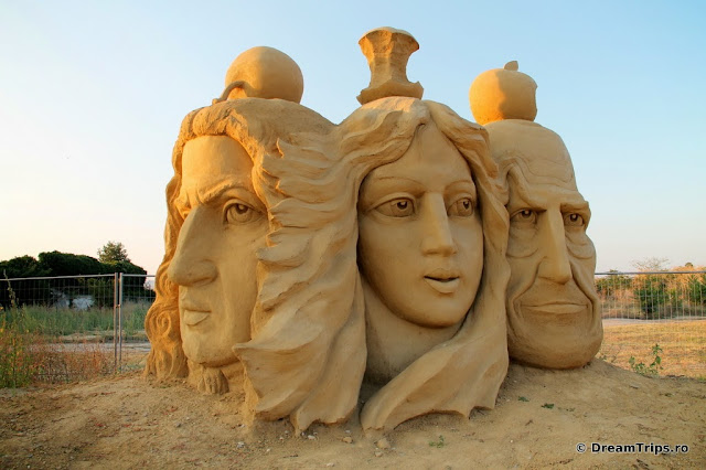 sculpturi nisip Burgas Newton Eva Steve Jobs.JPG