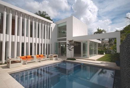 casa-piscina-de-diseño