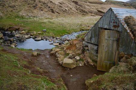 Obiective turistice Islanda: Cabina de schimbat