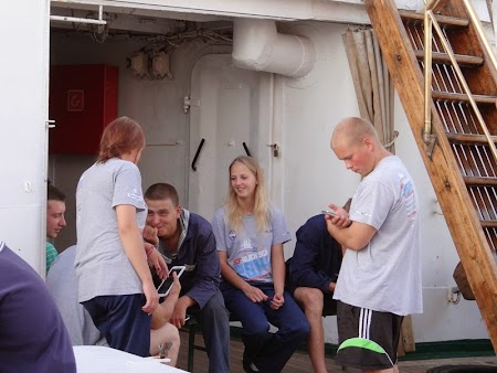 24. Marinari si marinarite pe Sedov.JPG