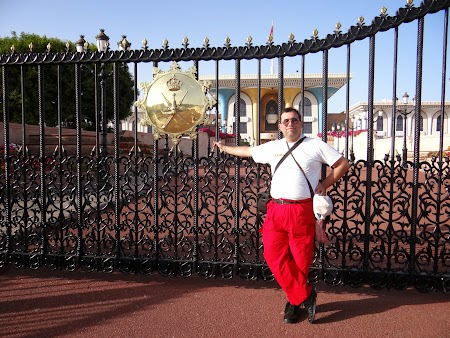 Obiective turistice Muscat, Oman: La portile palatului sultanului