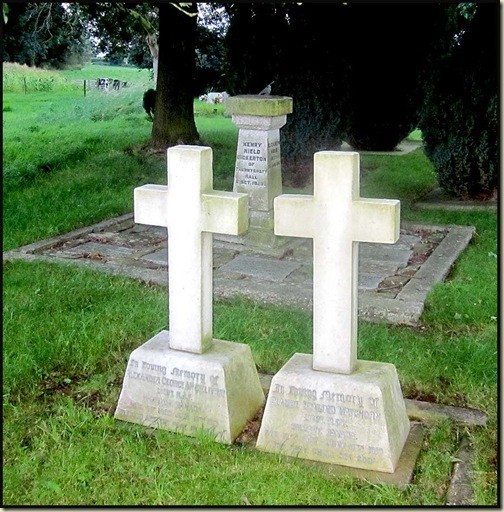 The graves of two WW1 airmen at Siddington