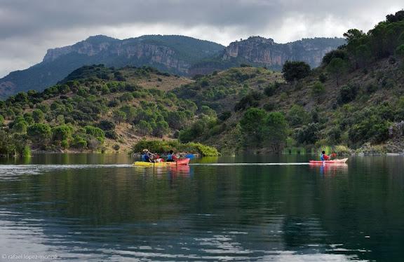 Caiacs a l'embassament de Siurana, riu Siurana.Cornudella de Montsant, Priorat, Tarragona