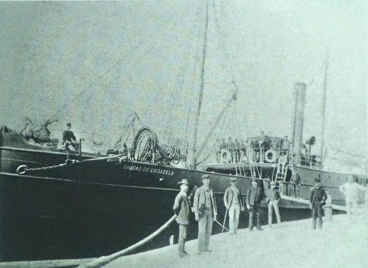 Vapor CIUDAD DE CIUDADELA. Puerto de Ciudadela. Ca. 1890. Joan Bagur Truyol. Facebook Fotos del passat de l´illa de Menorca.jpg