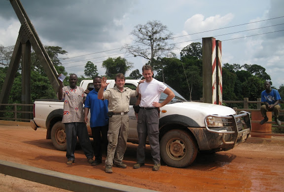 Pont sur la Tanoé. Henrik Bloch & Jan Flindt Christensen. Ghana, 22 décembre 2009. Photo : Henrik Bloch