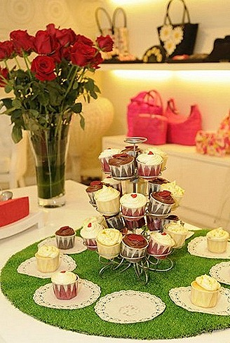 Lulu Guinness Singapore launch roses and cupcakes
