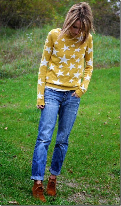 Star statement sweater, boyfriend jeans, ankle boots