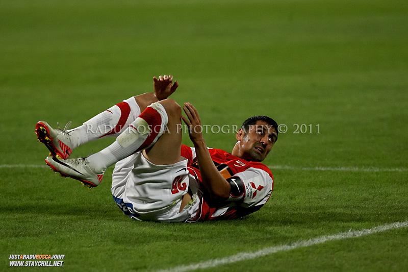 Ionel Danciulescu de la Dinamo este cazut pe gazon in timpul meciului dintre Dinamo Bucuresti si Rapid bucuresti, din cadrul etapei a VII-a a ligii 1 de fotbal, duminica, 18 septembrie pe stadionul Dinamo din Bucuresti.