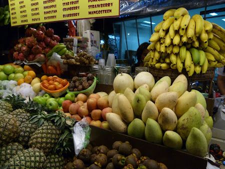 fructe de vanzare pe Khao San