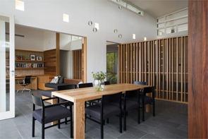 Casa-de-playa-muebles-de-madera