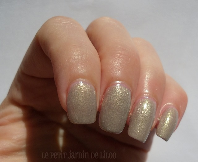 03-essence-irreplaceable-nail-polish-swatch-review