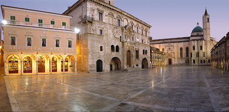 8. Ascoli Piceno - Piazza del Popolo.JPG