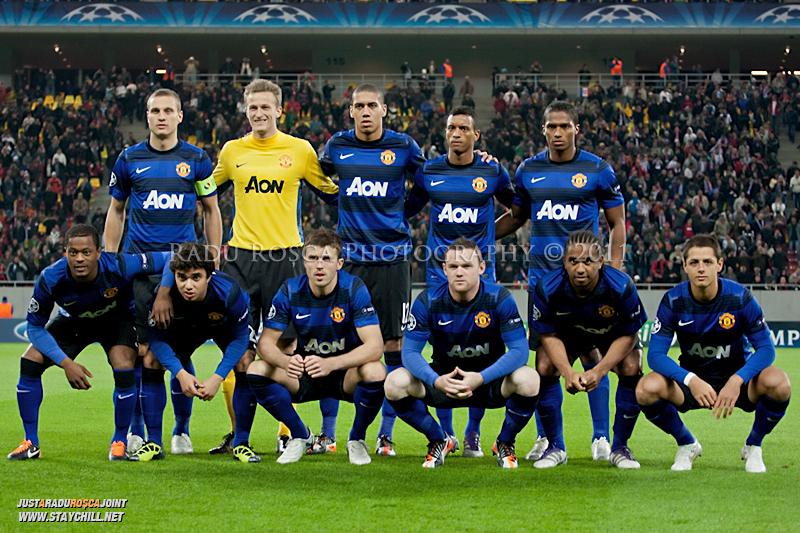 Echipa britanica pozeaza pentru o fotografie de grup inaintea inceperii meciului dintre FC Otelul Galati si Manchester United din cadrul UEFA Champions League disputat marti, 18 octombrie 2011 pe National Arena din Bucuresti.