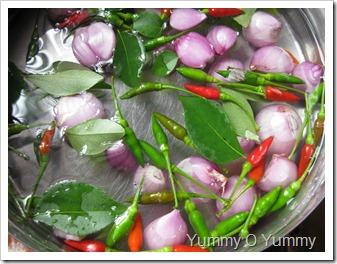 Kanthari Mulaku and Pearl Onions