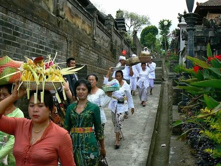08. Ceremonie religioasa Pura Besakih - Bali.JPG