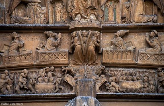 Detall de l'escena del Judici Final, timpà gòtic de la porta principal de la catedral de Tarragona,Tarragona, Tarragonès, Tarragona2001.07