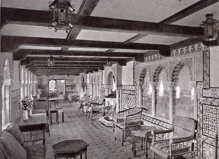 Galería del CRISTOBAL COLON. . Foto del LIBRO DE INFORMACIÓN PARA EL PASAJERO. COMPAÑÍA TRASATLANTICA DE BARCELONA. AÑO 1923.jpg