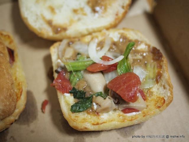 味道沒問題,但餡料至少再來個一倍吧! 披薩對摺吃的口感 ~ 達美樂『巧巴達三明治』 區域 午餐 台中市 披薩 晚餐 美式 西屯區 輕食 速食 飲食/食記/吃吃喝喝