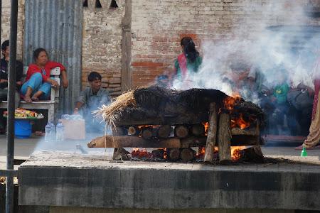 Declansam povesti: Incinerare la Pashupatinath