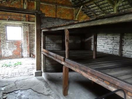 30. Dormitor femei Birkenau.JPG