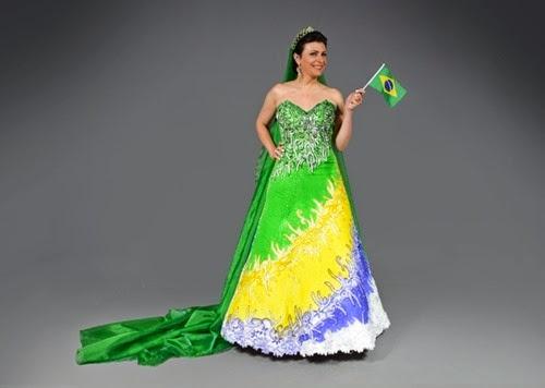 vestido-de-noiva-confeccionado-pelo-estilista-edson-eddel-e-inspirado-na-copa-do-mundo-de-2014-que-sera-realizada-no-brasil-1387216441292_700x500