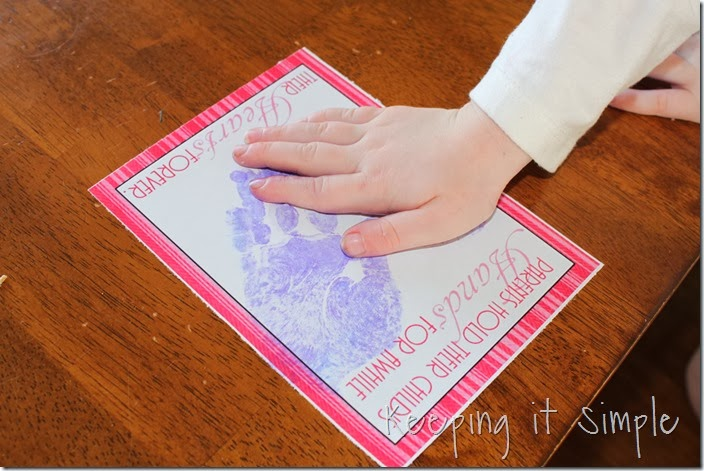 Valentine's-Day-Handprint-Heart #freeprintable (3)