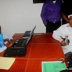A droite, Etienne Tshisekedi dépose sa candidature pour la présidentielle 2011, le 5/09/2011 au bureau de réception, traitement des candidatures et accréditation des témoins et observateurs de la Ceni à  Kinshasa. Radio Okapi/ Ph. John Bompengo