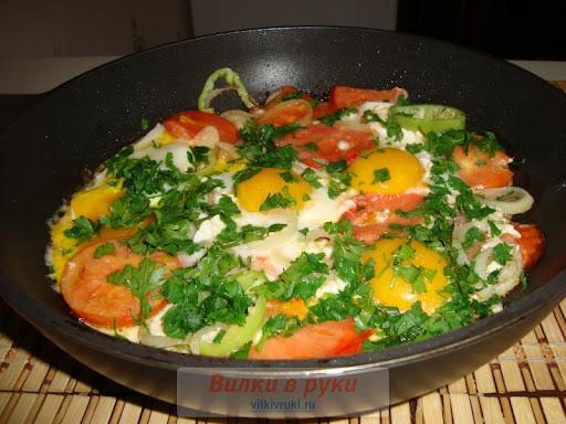 Яичница с овощами рецепт