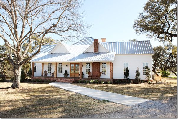 Cote de texas fixer upper for Chip and joanna gaines houses for sale