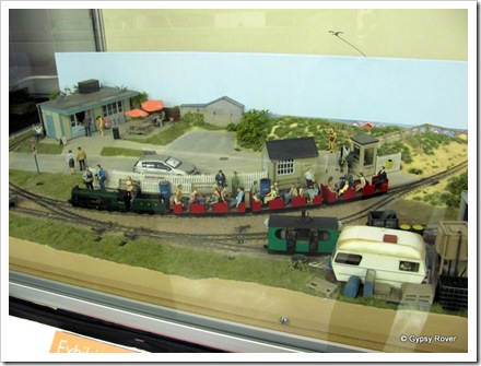 "This 0n9 model combines ""N"" gauge track and chassis's with ""0"" gauge size bodies and figures."