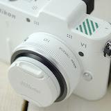 Nikon 1 V1 ホワイト アクセサリーシューは外れやすいのでテープで外れないように。