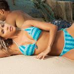 Natalia Paris – Modelando Trajes De Baño Foto 8