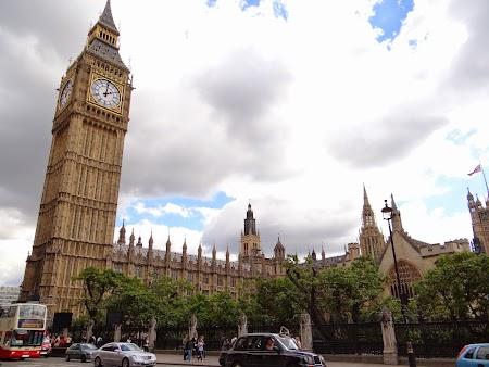 4. Big Ben si Palatul Parlamentului (2).JPG