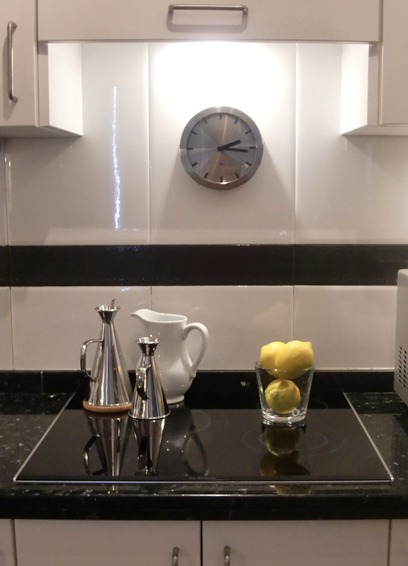 Cande cosas modernizar una cocina parte ii pintar una - Pintar cenefa cocina ...