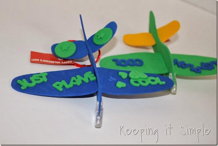 easy-valentine-kids-crafts #orientaltrading (15)