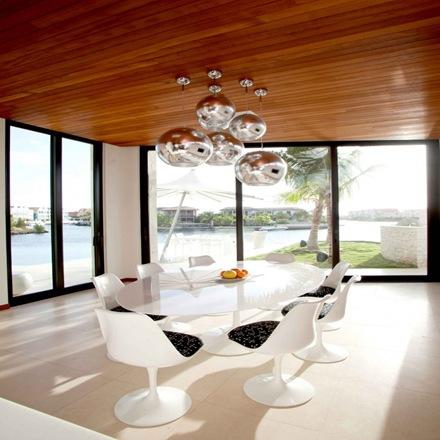 comedor-de-diseño-decoracion-comedor-sillas-blancas