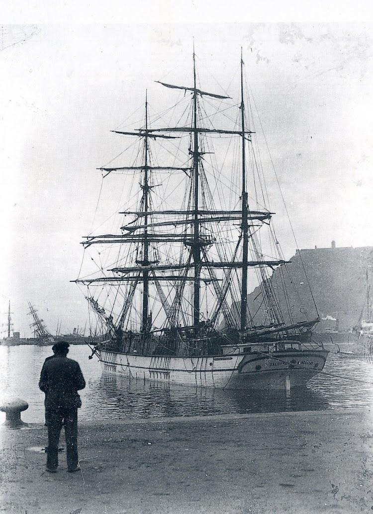 Excelente foto de la barca GALOFRE extraida del libro LES EMBARCACIONS DE TREBALL DE LA COSTA CATALANA EN DECLINAR LA VELA. SEGLES XIX I XX.JPG