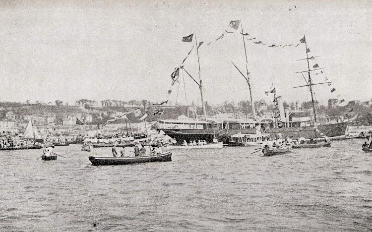 Llegada a Santander de Alfonso XIII a bordo del aviso URANIA en 1.902. Del libro La Marina Cántabra. Desde el Vapor. Vol. III.JPG