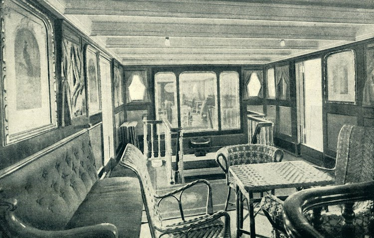 Salón fumador del CIUDAD DE CADIZ. Foto del LIBRO DE INFORMACION PARA EL PASAJERO. COMPAÑÍA TRASATLANTICA. AÑO 1919.JPG