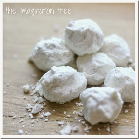 Snow Dough Recipe for play - This makes a great winter or Christmas kids activities! Perfect for sensory play for toddler, preschool, or kindergarten kids.